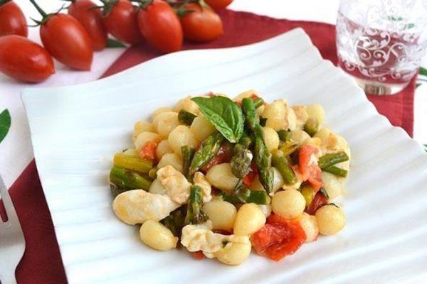 Gnocchi-con-asparagi-e-pomodorini